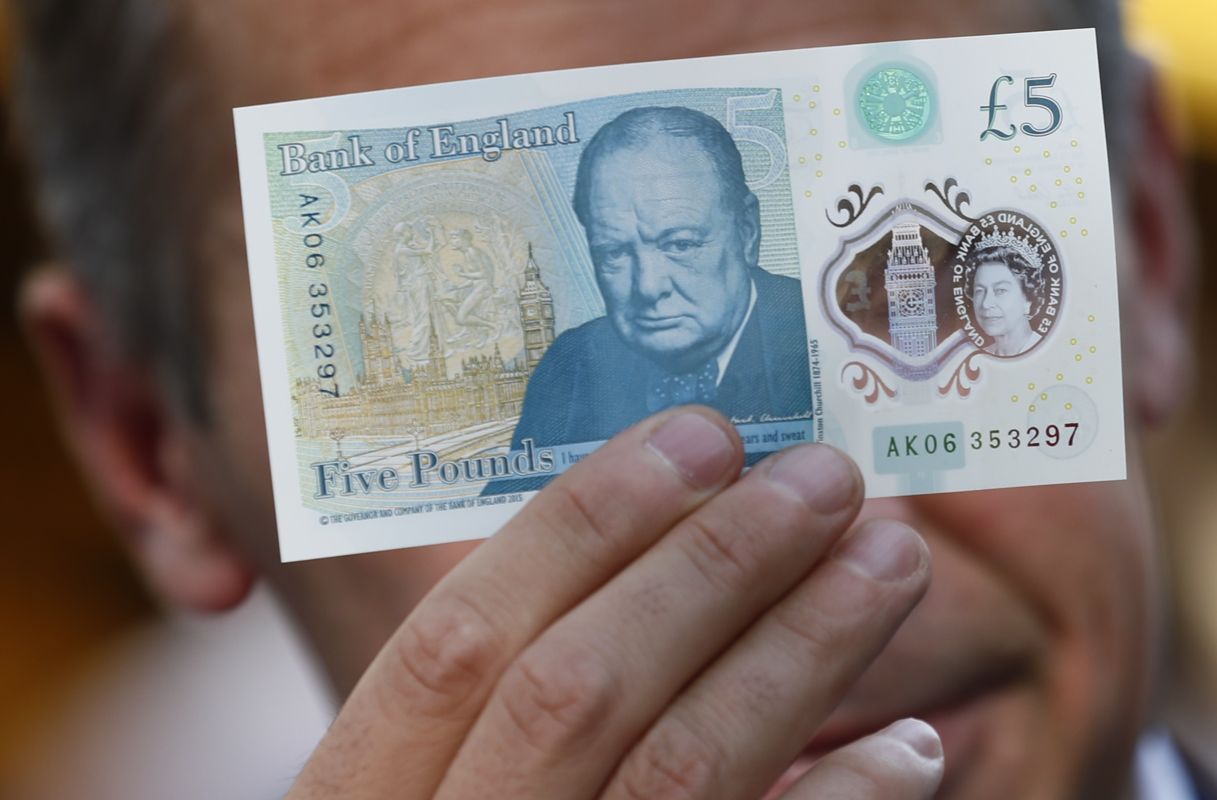 Canadians tell Brits to man up after complaints of getting 'Winstoned' by new fivers