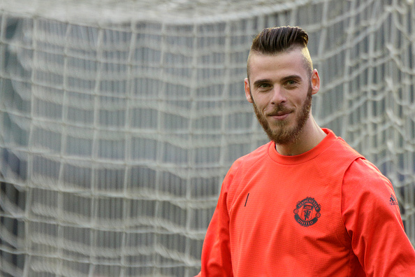 Manchester United increasingly confident David de Gea will reject Real Madrid transfer