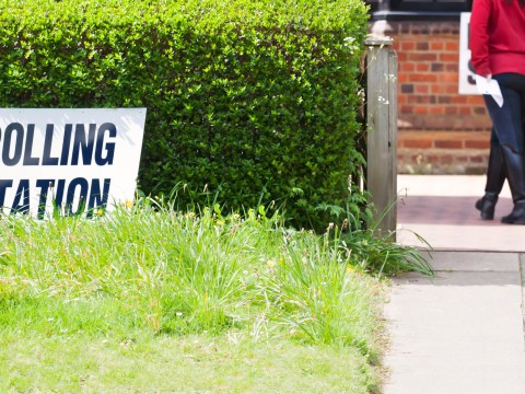 What time do polling stations open and close for the General Election?