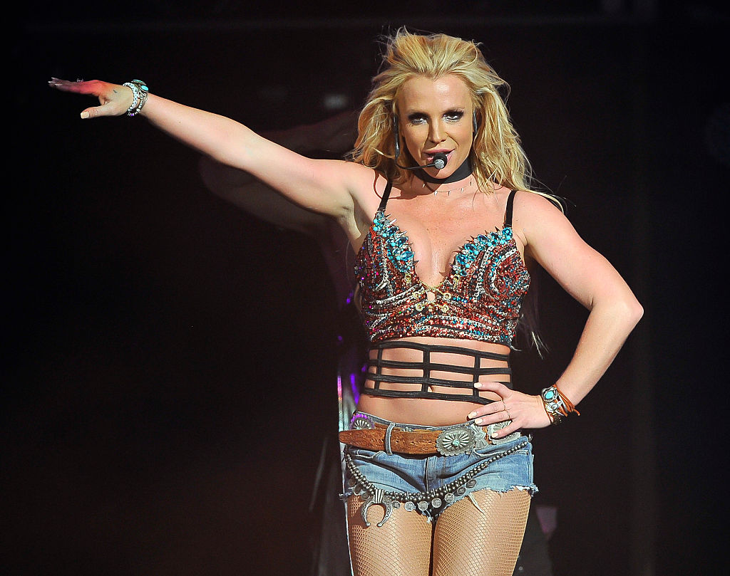 Britney Spears Caught Lip Syncing As Mic Gets Stuck In Her Hair Metro News