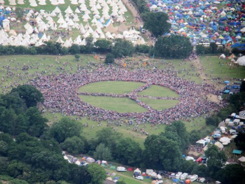 Thousands of Glastonbury goers form incredible record-breaking peace sign