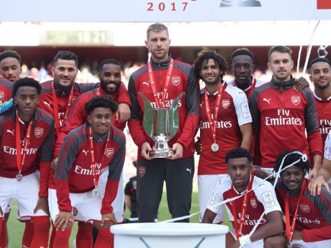 Watch: Arsenal lift the Emirates Cup despite losing and it's super awkward