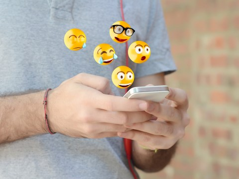 What does the yellow heart and other emojis mean on Snapchat?
