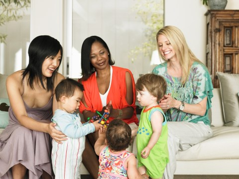 9 easy way for new mums to make friends