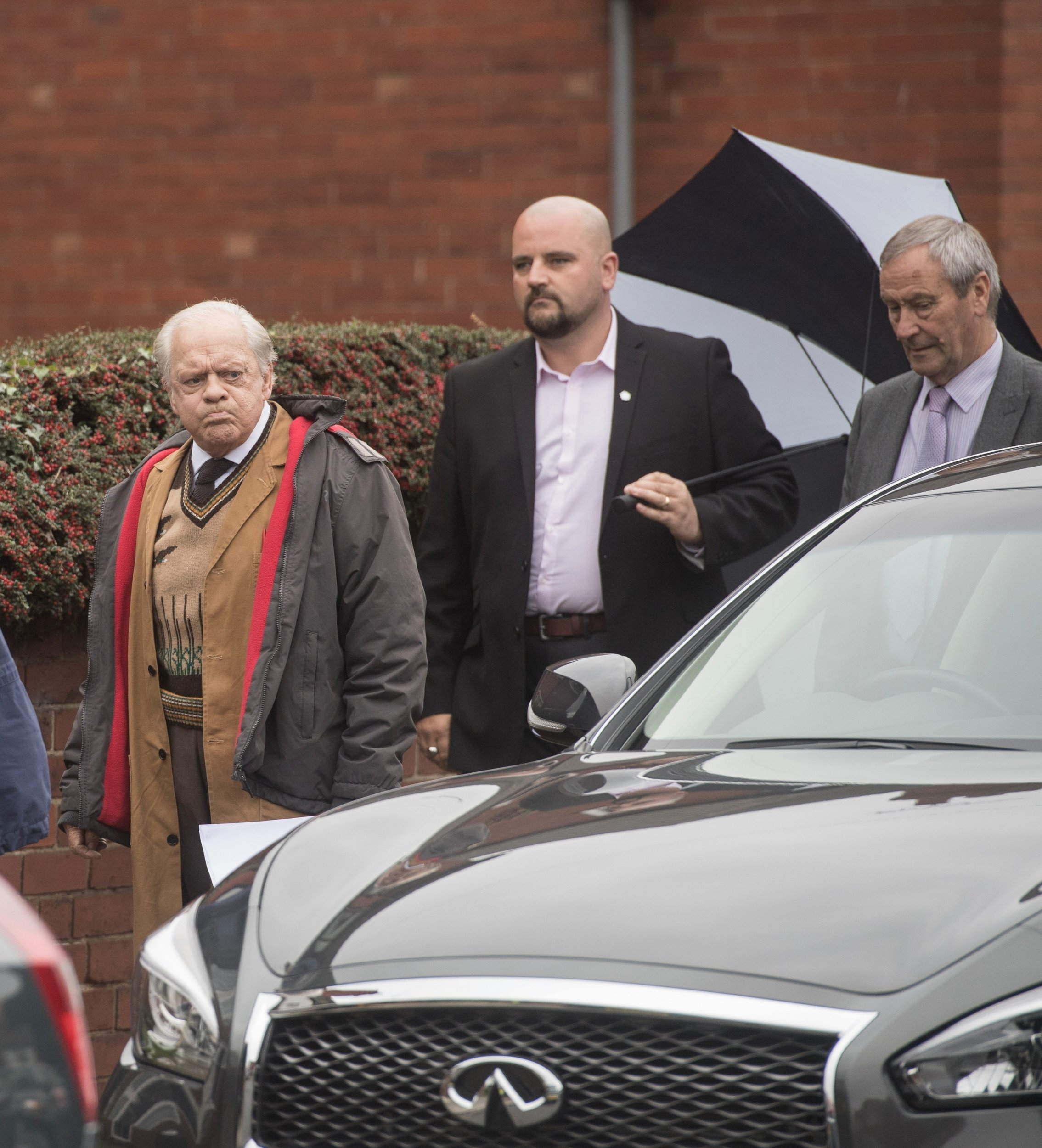 David Jason pictured arriving on set with two security guards after 'credible threat' on his life