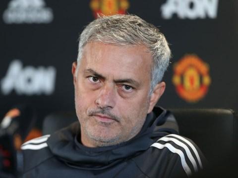 Marouane Fellaini stalling on new Manchester United deal