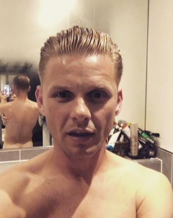 Jeff Brazier accidentally posts video showing off his naked bum
