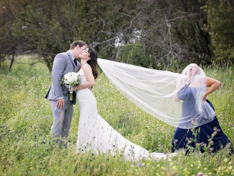 Maid of honour hilariously upstages couple in photoshoot prank