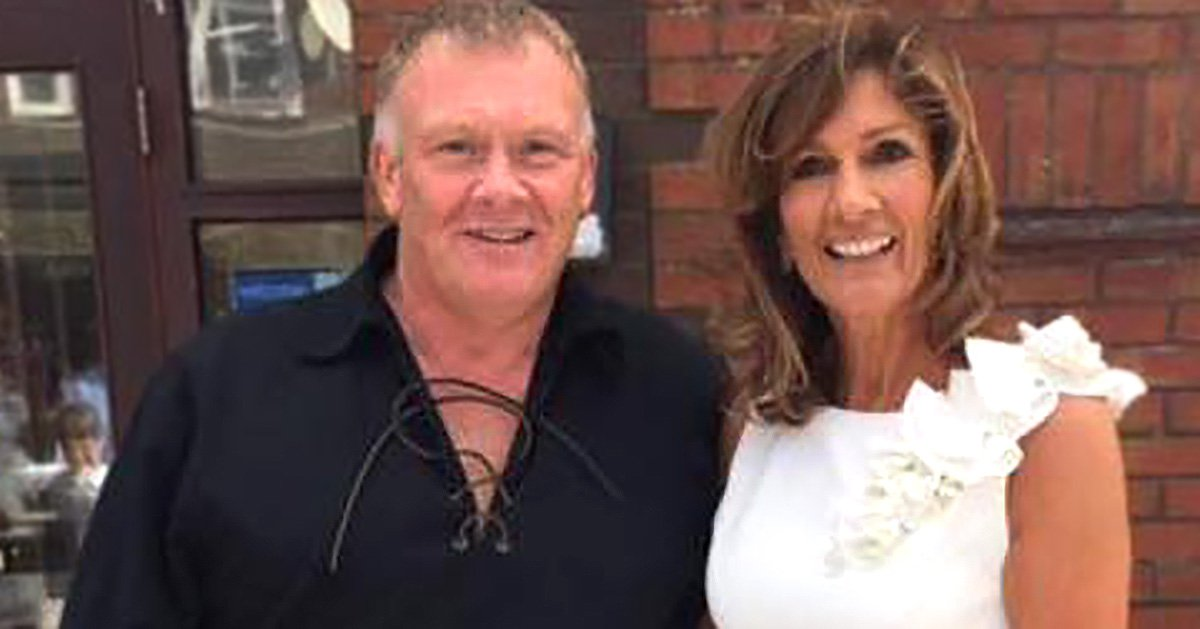 Teenage sweethearts finally get married 40 years after being separated