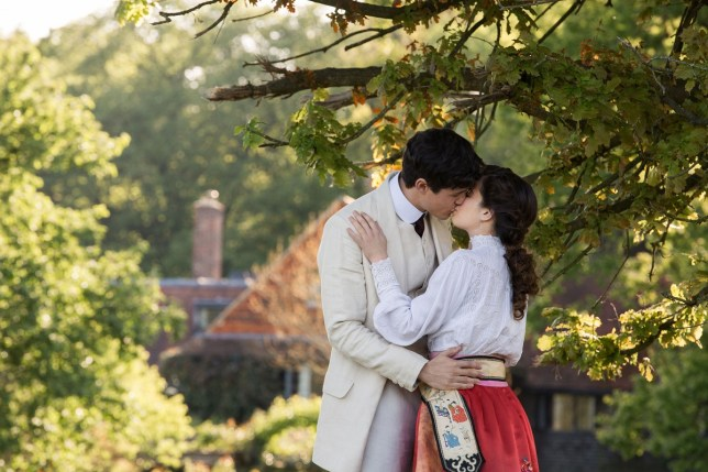 WARNING: Embargoed for publication until 00:00:01 on 07/11/2017 - Programme Name: Howards End - TX: n/a - Episode: Howards End - Ep 1 (No. n/a) - Picture Shows: *STRICTLY NOT FOR PUBLICATION UNTIL 00:01HRS, TUESDAY 7TH NOVEMBER, 2017* Paul Wilcox (JONAH HAUER-KING), Helen Schlegel (PHILIPPA COULTHARD) - (C) Playground Television UK Limited 2017 - Photographer: Laurie Sparham