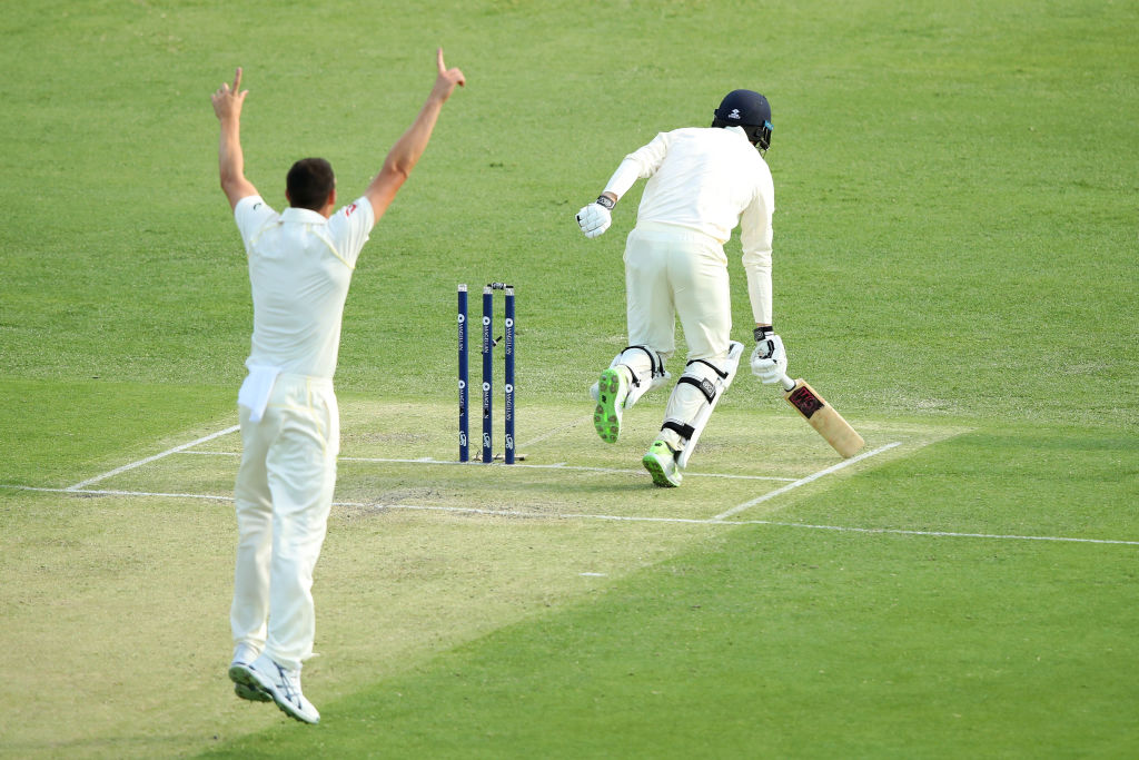 England batsman James Vince spectacularly run out by Nathan Lyon during Ashes opener