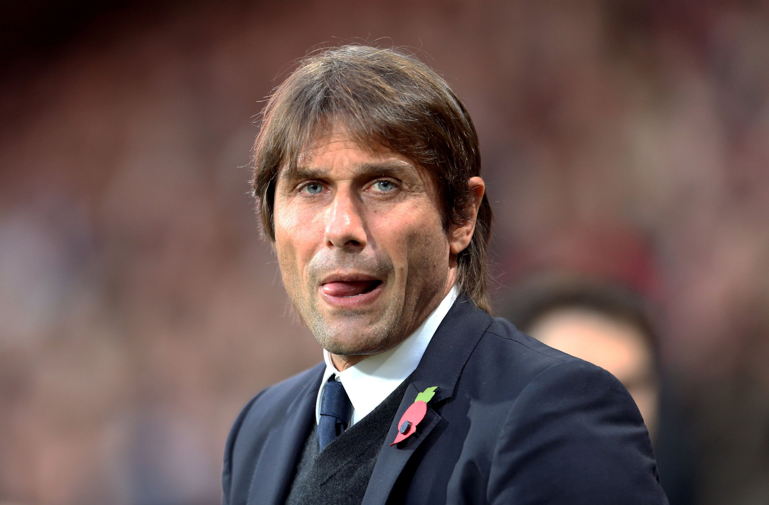 Chelsea ready to beat Manchester United in £50m race for Alex Sandro