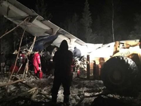 Every single passenger survives plane crash into field