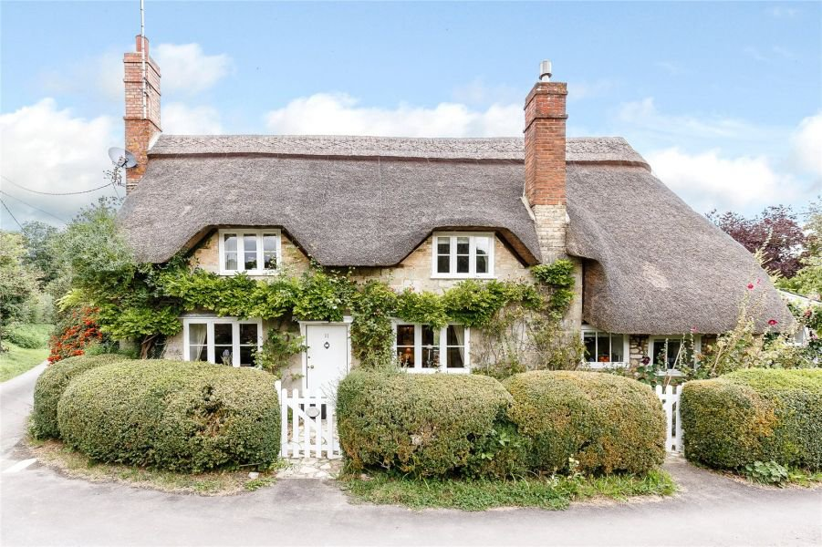 Cute countryside property looks just like Iris Simpkins' cottage in The Holiday