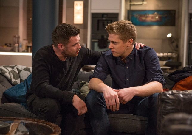 Aaron and Robert get close in Emmerdale