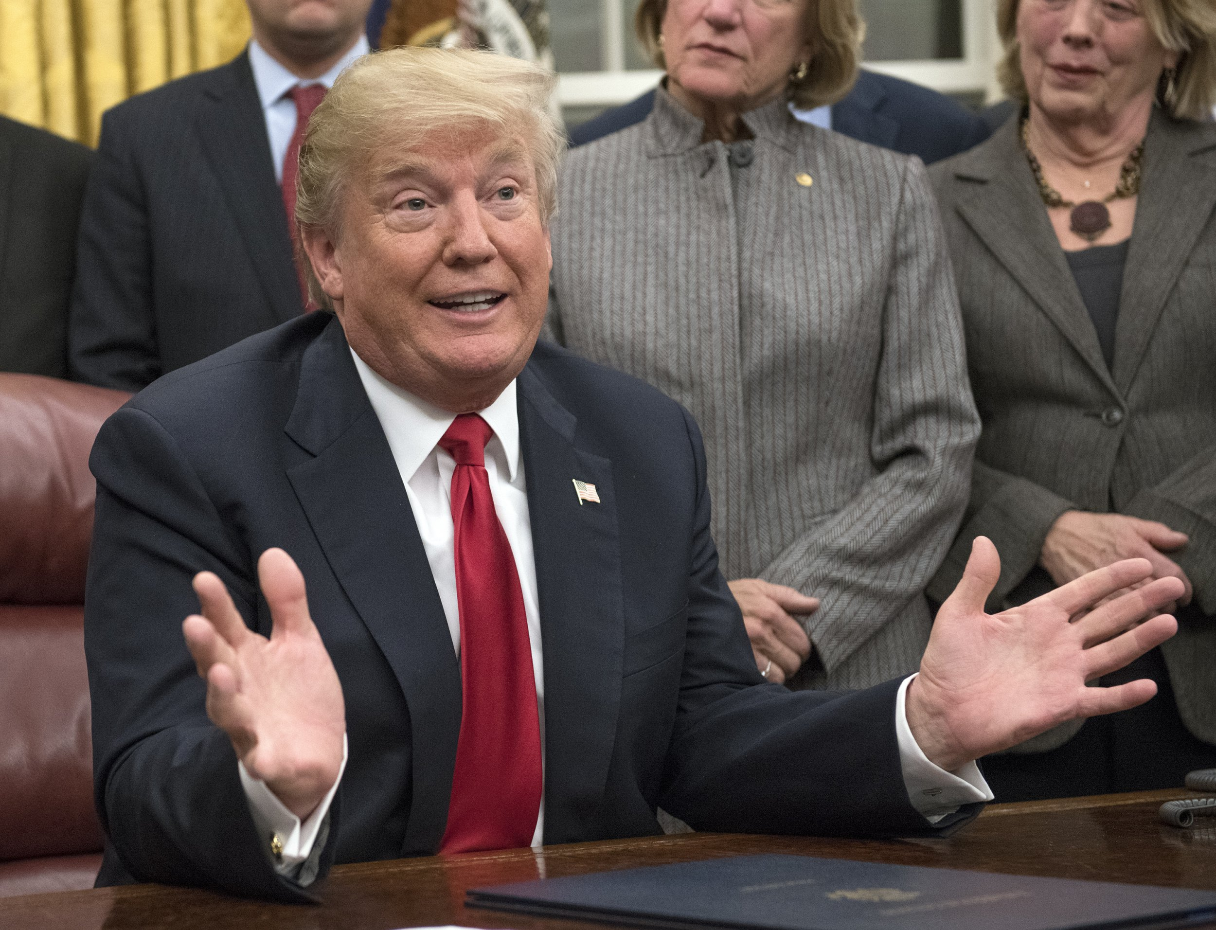 Trump says he doesn't want immigrants from 'sh*thole' countries