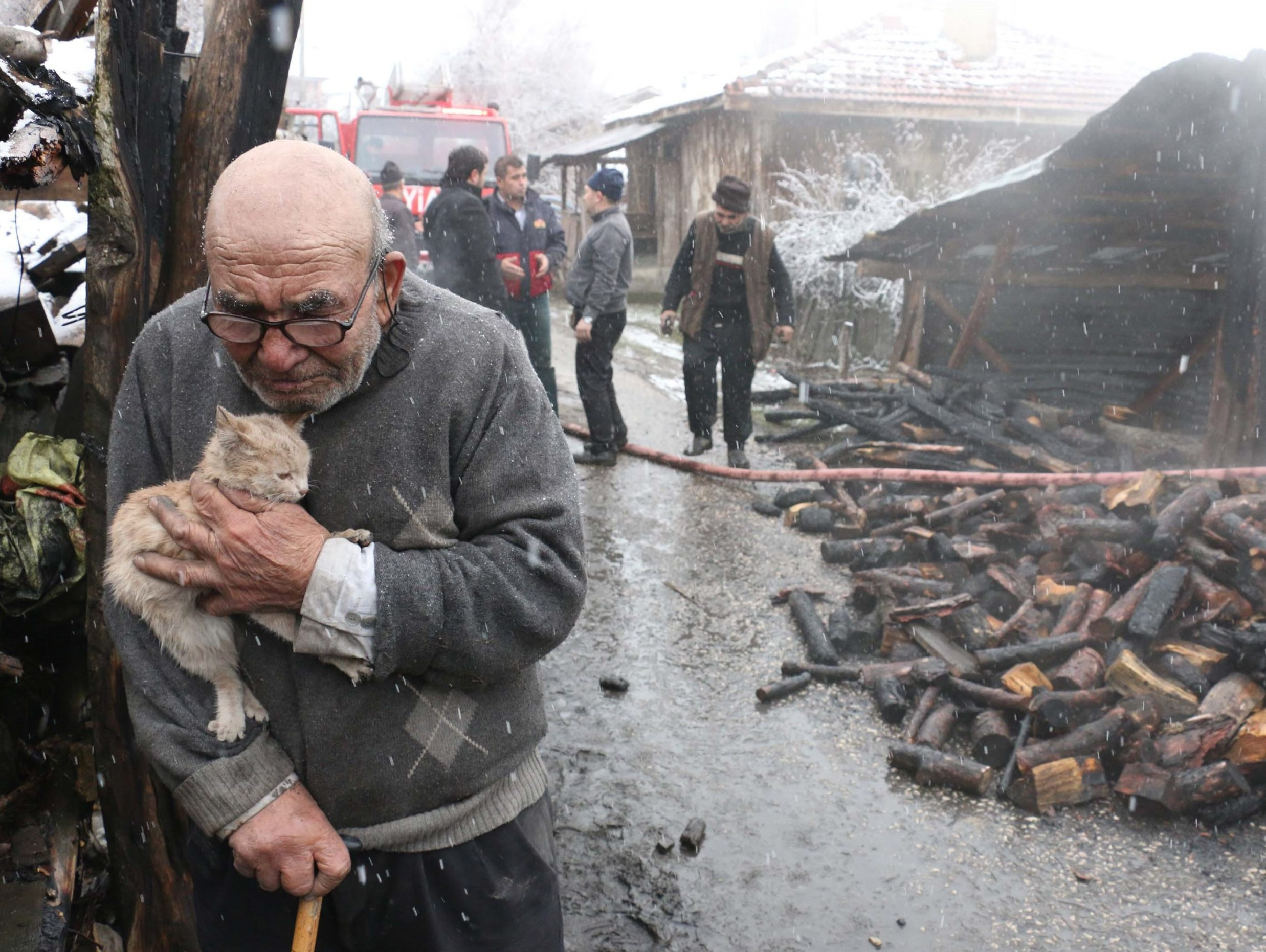 Man loses everything except his kitten after his house burns down