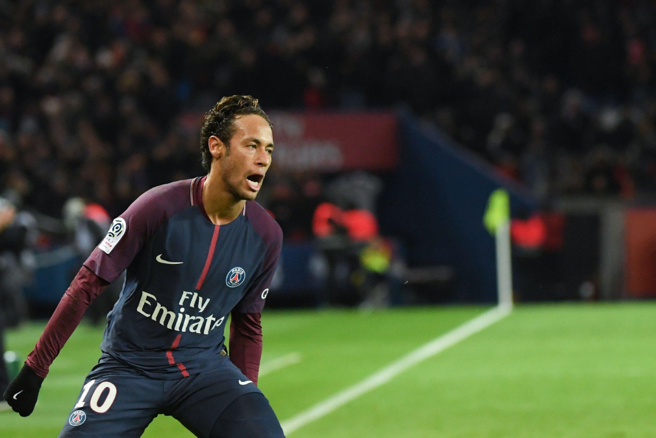 Paris Saint-Germain fans boo Neymar for denying Edinson Cavani record-breaking goal