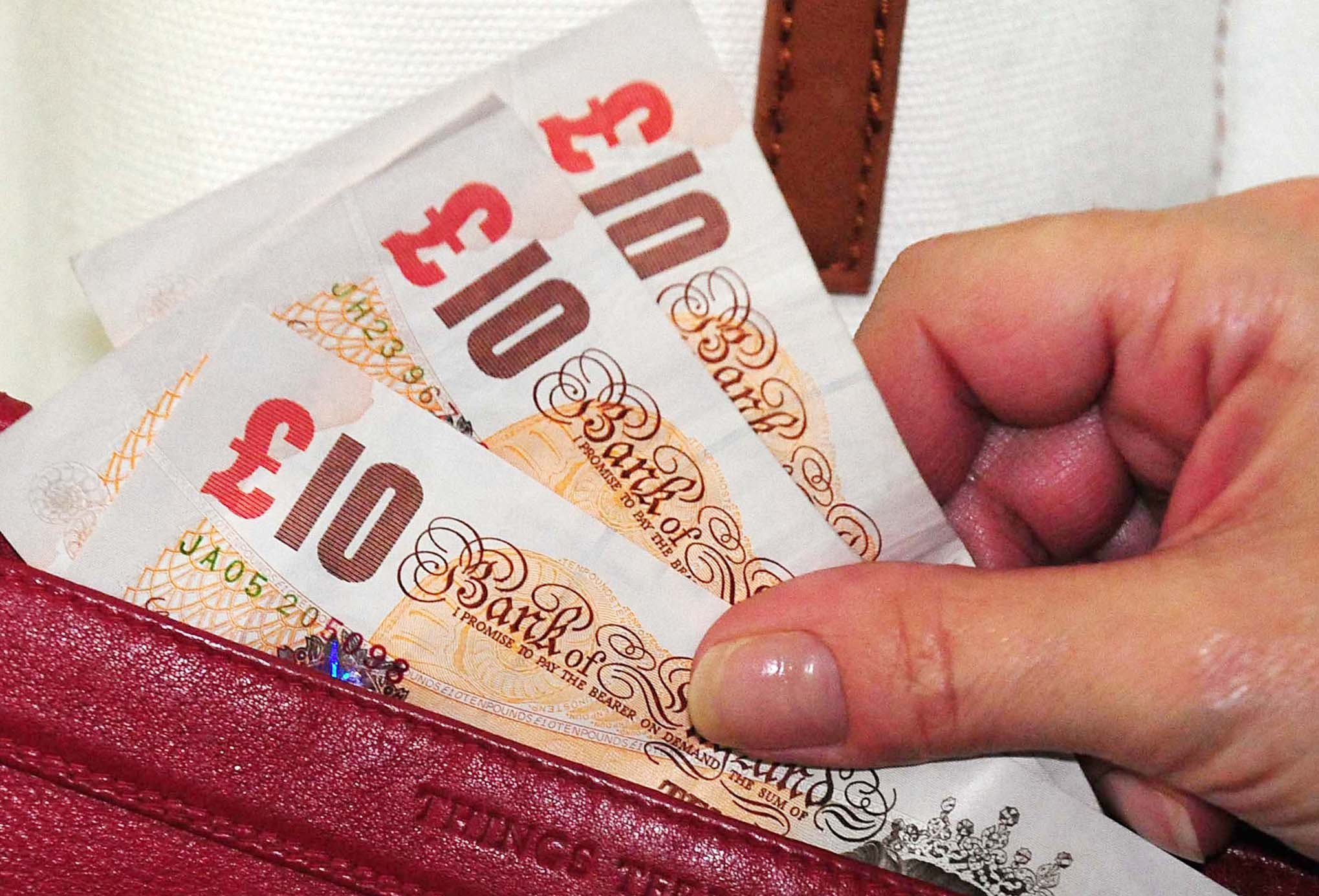 Shops are still giving people £10 notes two days before they go out of currency