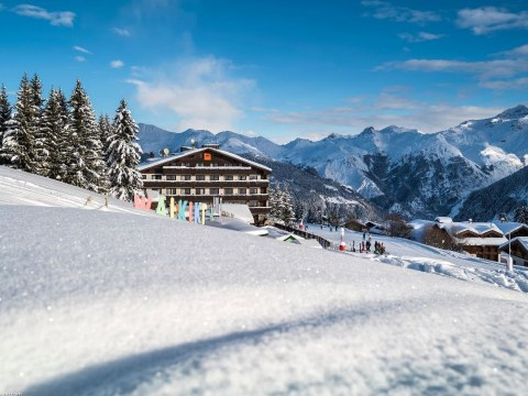 Hotel Courcheneige, the luxe ski hotel in Courchevel 1850 that is surprisingly affordable