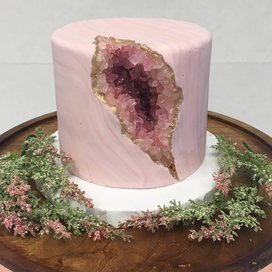 Bakery has best response to people who think its geode cake