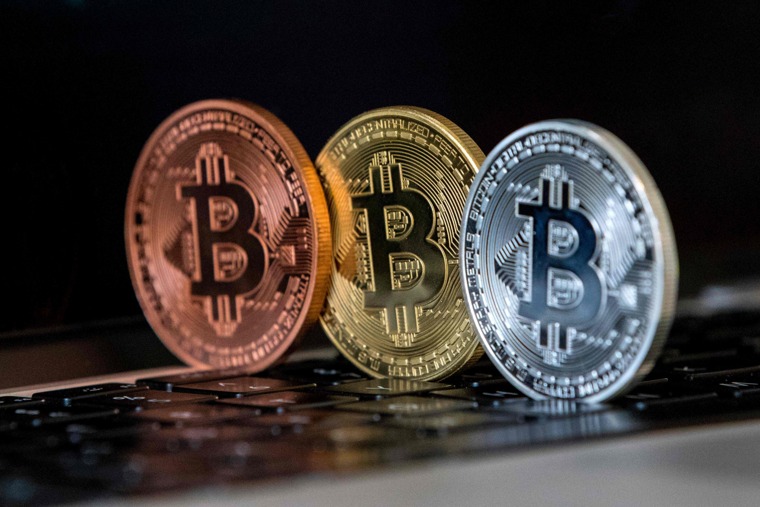 Bitcoin price booms as US Senate cryptocurrency hearing reassures market and boosts value of Ethereum, Ripple, Litecoin and alt-coins