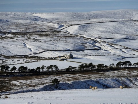 Heavy snow showers on the way as ice continues to freeze UK