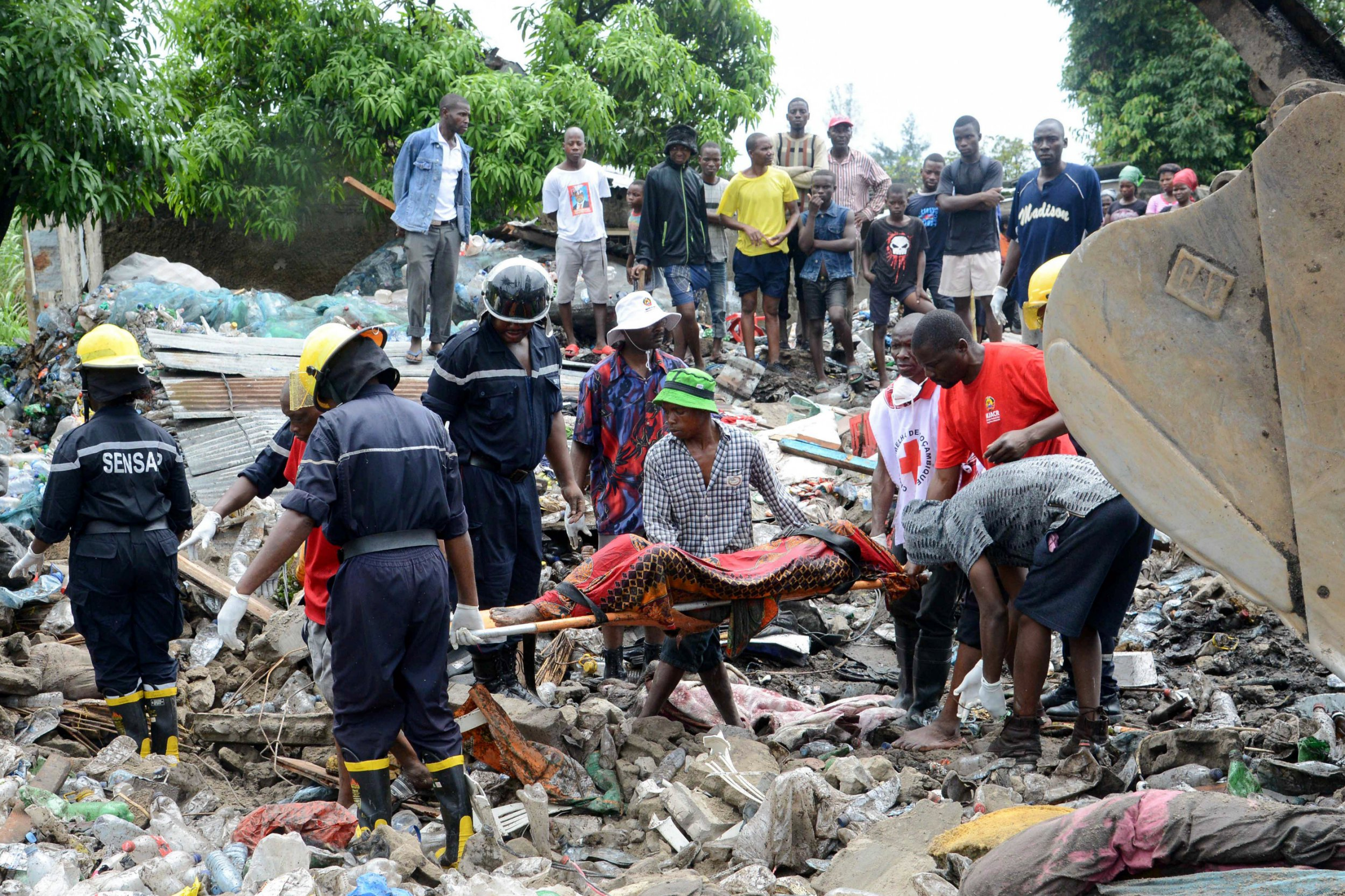 At least 17 dead after huge mound of rubbish collapses in Mozambique