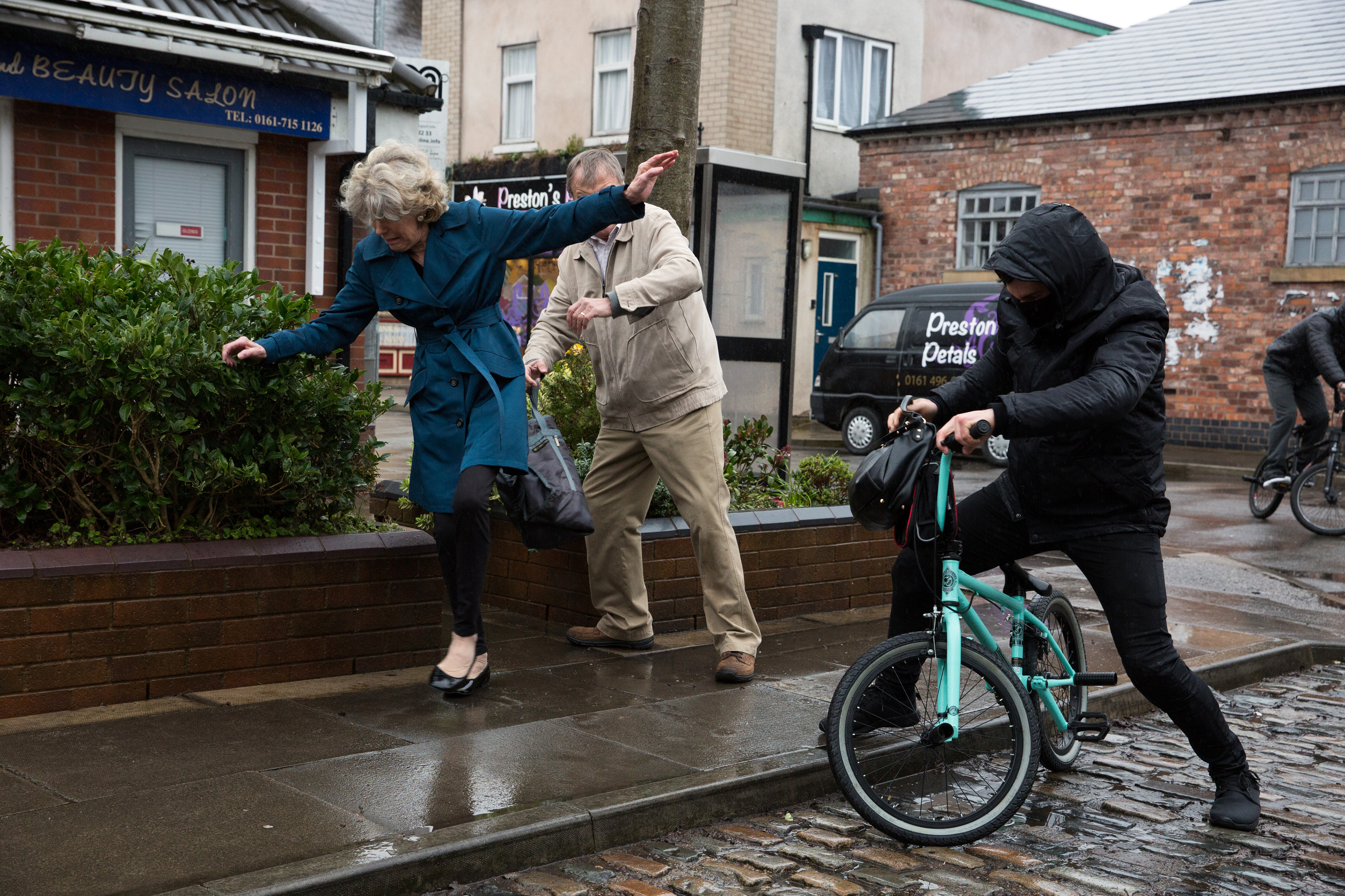Audrey falls over in Coronation Street