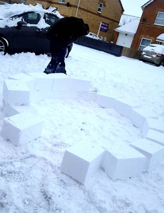 Family prove we can deal with the snow by building huge