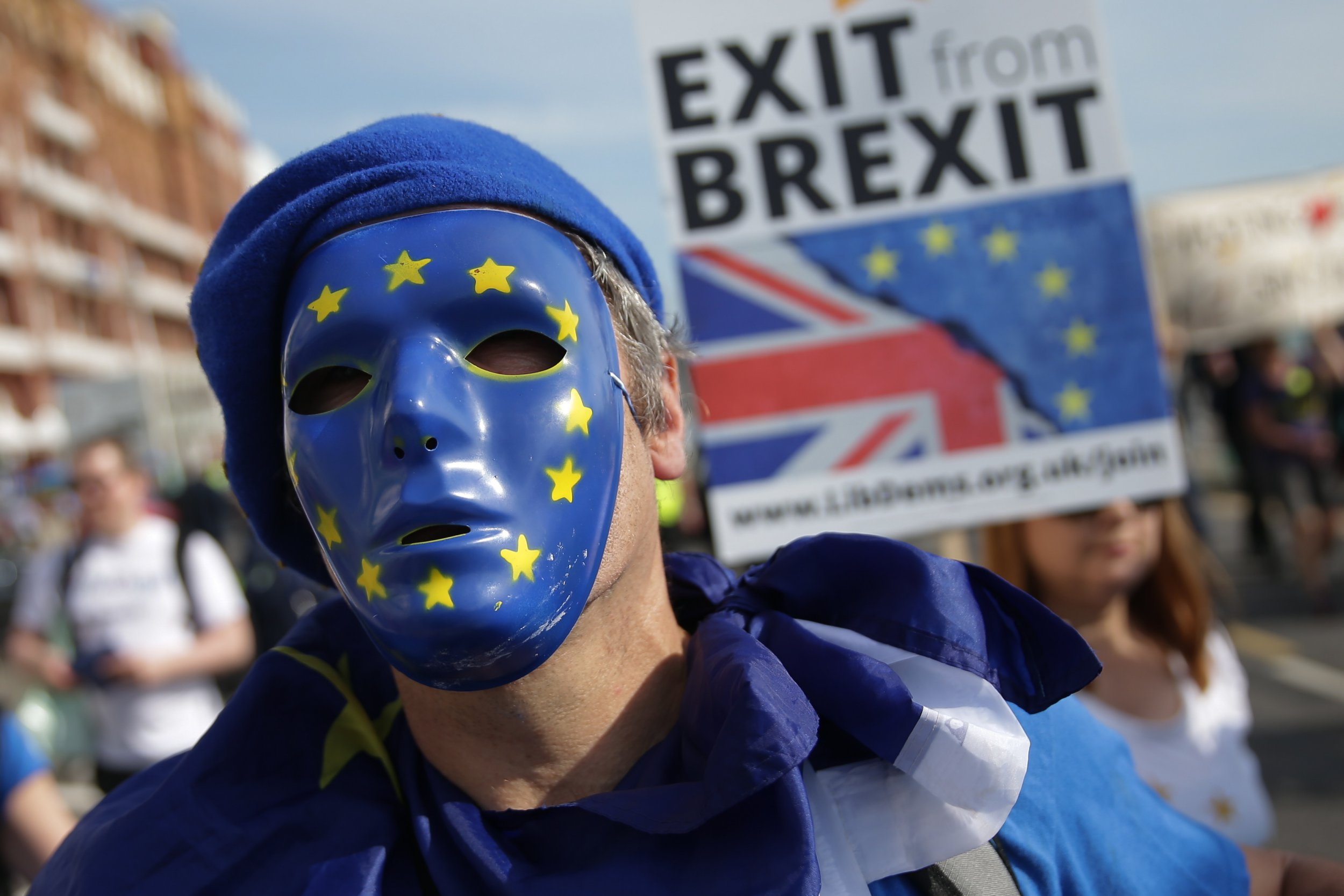 Protesters march along the seafront holding placards and waving European and Union flags in Brighton on September 24, 2017, on a march against Brexit. Britain's revitalised Labour opposition kicks off its annual conference today with leader Jeremy Corbyn set to lay out his party's agenda, free from the leadership challenges of previous years. / AFP PHOTO / Daniel LEAL-OLIVAS (Photo credit should read DANIEL LEAL-OLIVAS/AFP/Getty Images)