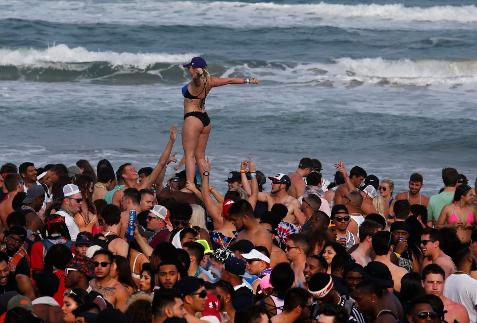 epa06597158 People party and celebrate on the beach at Clayton's Beach Bar and Grill in South Padre Island, Texas, USA, 11 March 2018. Spring break draws thousands of kids from all over the country to many different locations to celebrate each year. EPA/LARRY W. SMITH