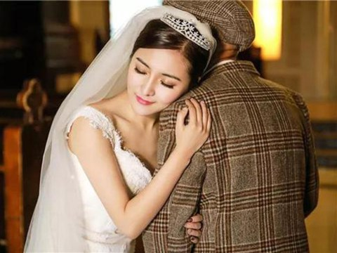 Single woman does wedding photoshoot with her poorly granddad 'before it's too late'