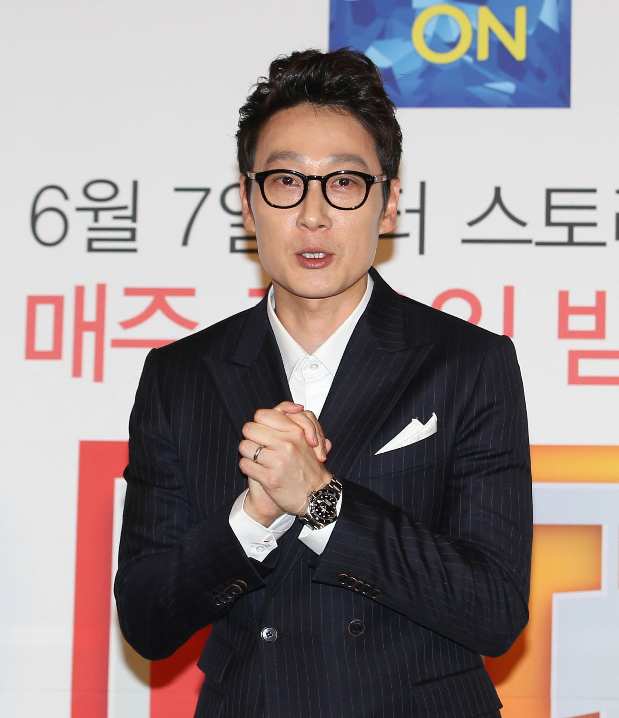 Lee Hwi Jae leaving South Korean show The Return Of Superman along with twin sons