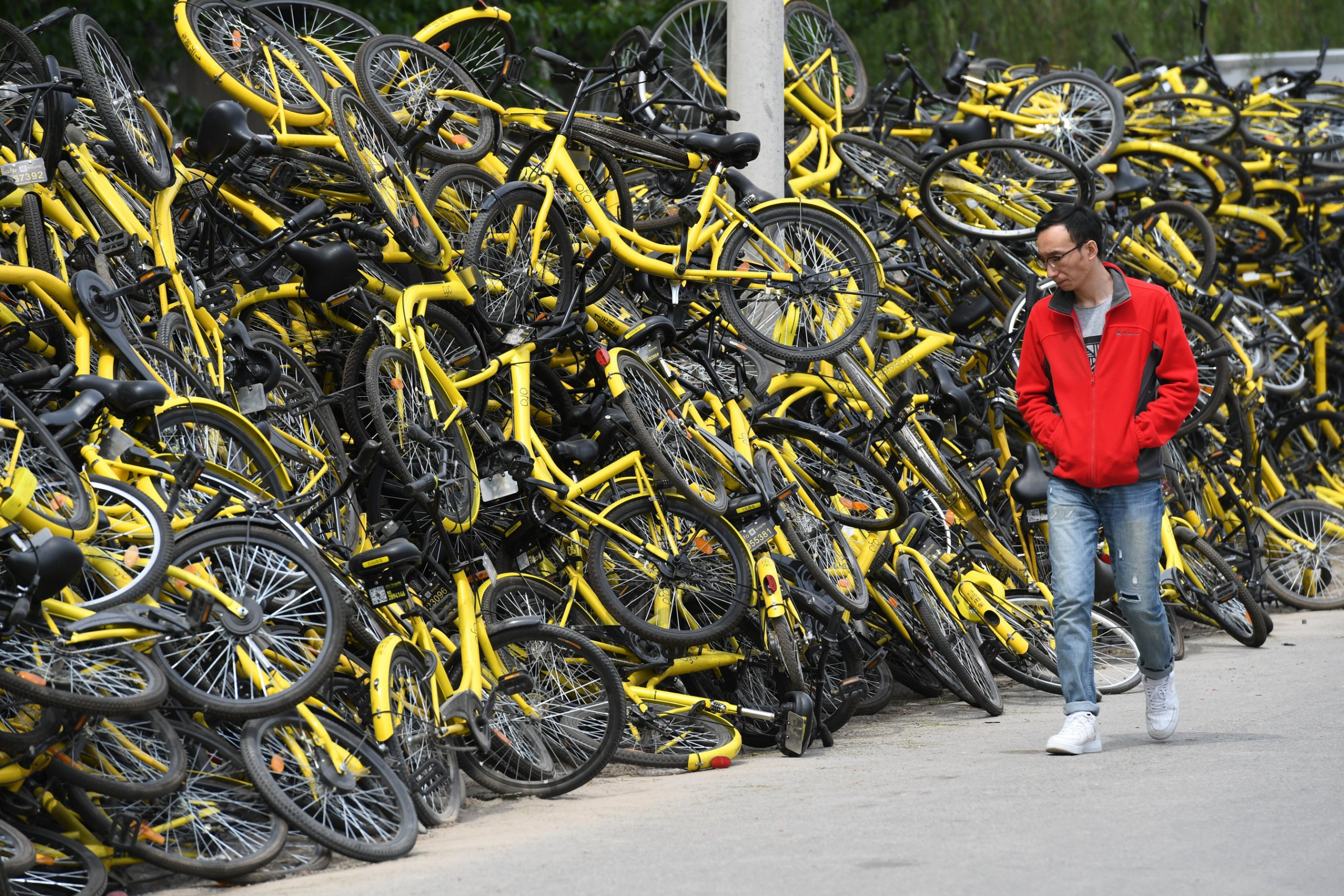 These images of abandoned dockless share bikes in China are astonishing