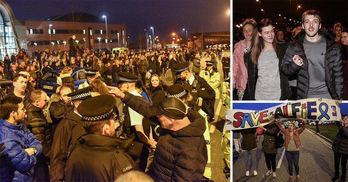 Huge protest at Alder Hey after decision to turn Alfie Evans life support off
