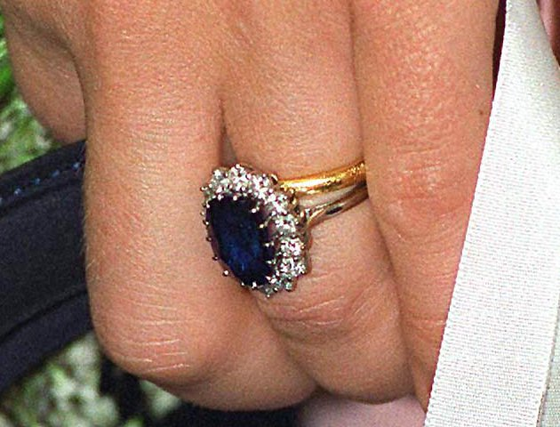 Kate Middleton Wedding Ring.Kate Middleton And Meghan Markle Engagement Ring And Wedding