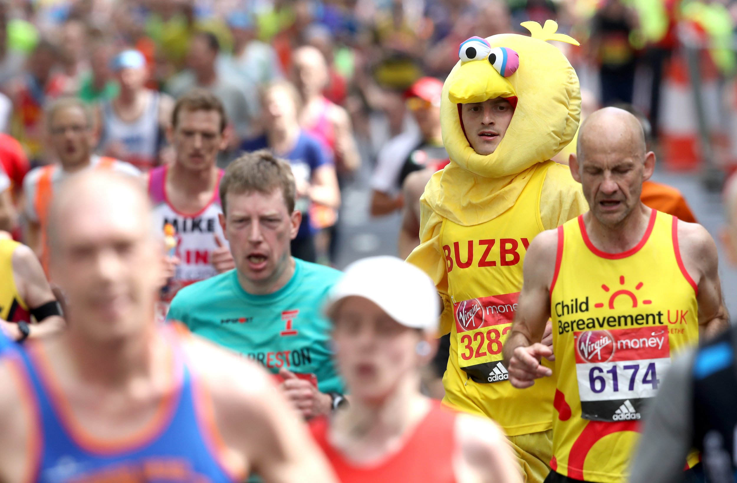 Where is the London Marathon starting and what is the Queen doing at Windsor Castle for it?