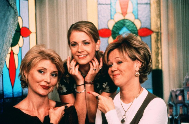 No Merchandising. Editorial Use Only. No Book Cover Usage. Mandatory Credit: Photo by ABC/Viacom/Kobal/REX/Shutterstock (5880274d) Beth Broderick, Melissa Joan Hart, Caroline Rhea Sabrina, The Teenage Witch - 1996-2003 Director: Peter Baldwin ABC/Viacom USA Television Late Night