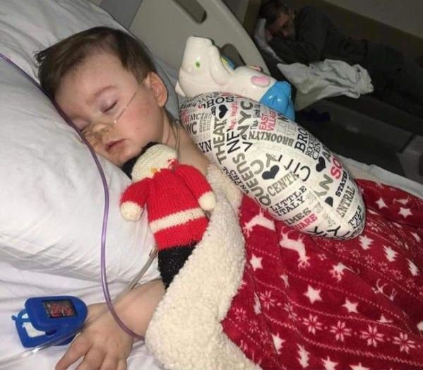 Alfie Evans parents have been giving mouth to mouth to keep him alive Respond For Life Like This Page ?? 7 hrs ?? This picture! In the foreground is Alfie Evans. In the background is his father Tom. That man must be exhausted! He has been battling for his son's life for months. He has met with defeat after defeat, and yet he is relentless because he recognizes the inherent worth and value of human life...even those with severe medical conditions. He knows that just because some people are to have a shorter life than others, we don't take away the life they do have and arrogantly decide the life they have is not worth living. And he knows what is at stake...while this is Alfie's fight, it isn't Alfie alone who will be affected. The shockwaves of what is happening to Alfie will be felt around the globe. Parents rights and the lives of thousands of children are at risk. Tom Evans is doing everything... EVERYTHING he can to protect his family...his son's life and Kate's heart. As agonizing as this picture is, it is also strangely beautiful. Father and son, two warriors at rest, gathering strength to continue the fight. A young man of just 21 showing the whole world what a real man looks like. He puts so many much older males to shame. He makes the boys and adult males who take their girlfriends and wives and daughters to abortion clinics to avoid responsibility look like the cowards they are. The deadbeat dads. The guys that abandon their families. The ones who run away if their child has any kind of diagnosis that would mean their child.has special needs. Yeah, Tom Evans puts them all to shame.