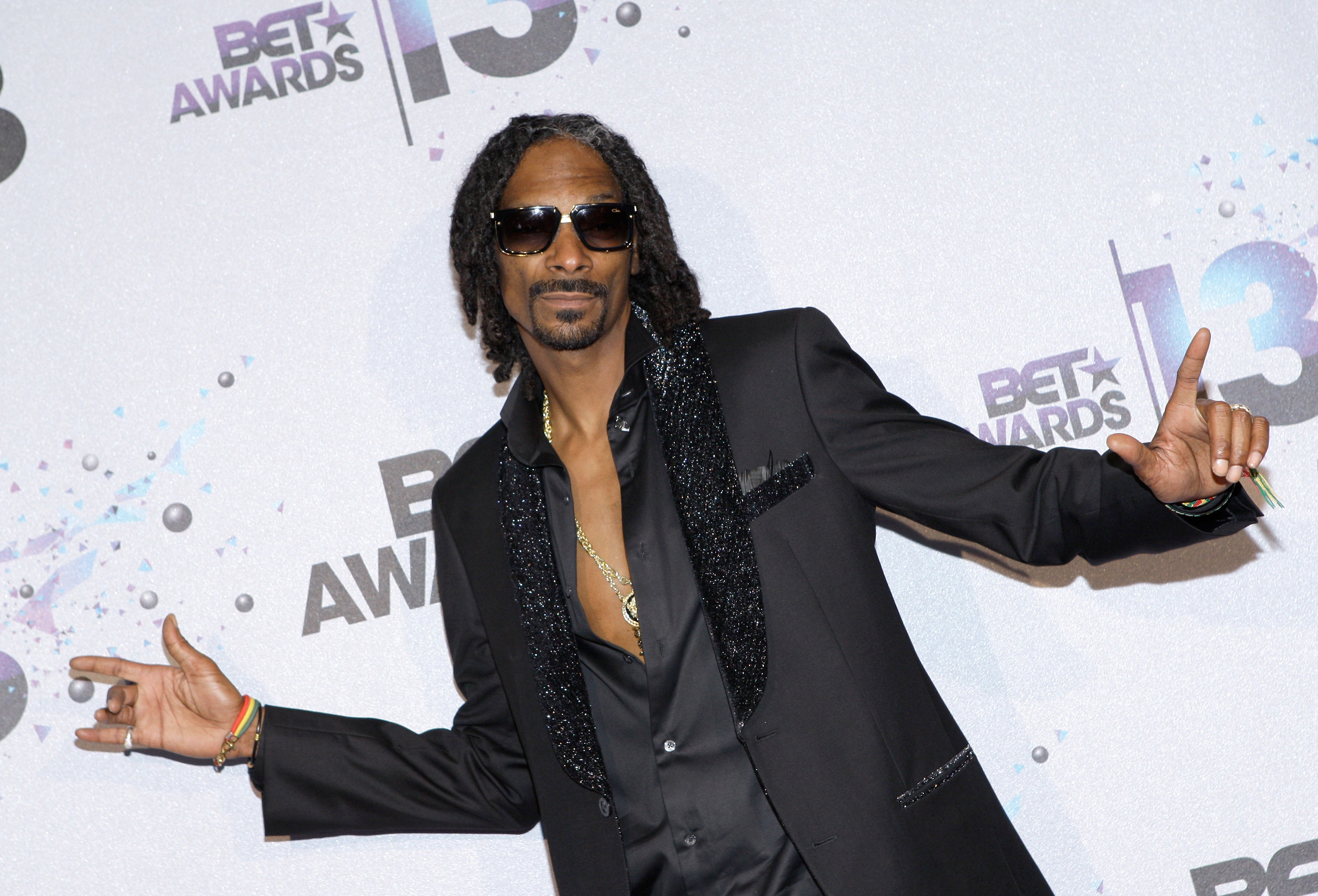 Snoop Dogg has already proved he's good at baking so now he's taking on cookery lessons