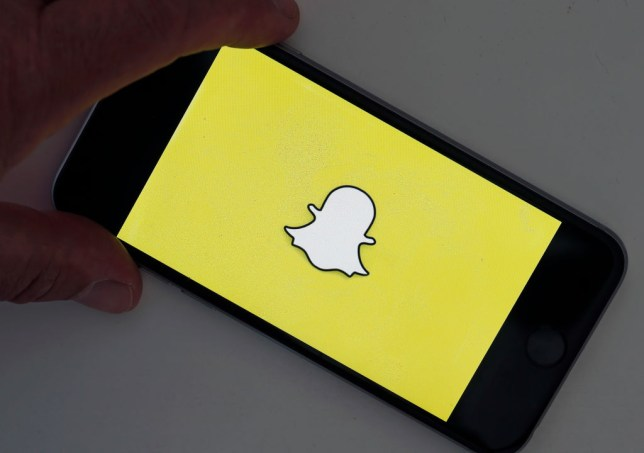 How to screenshot on Snapchat without them knowing | Metro News