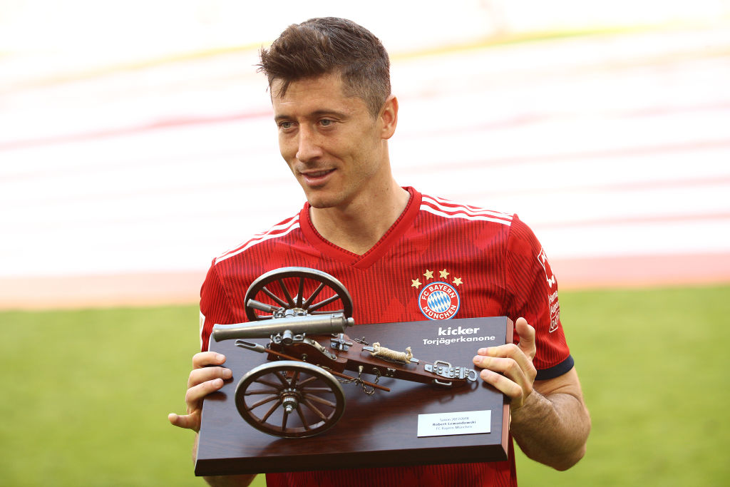 Chelsea and Manchester City submit offers to sign Robert Lewandowski from Bayern Munich