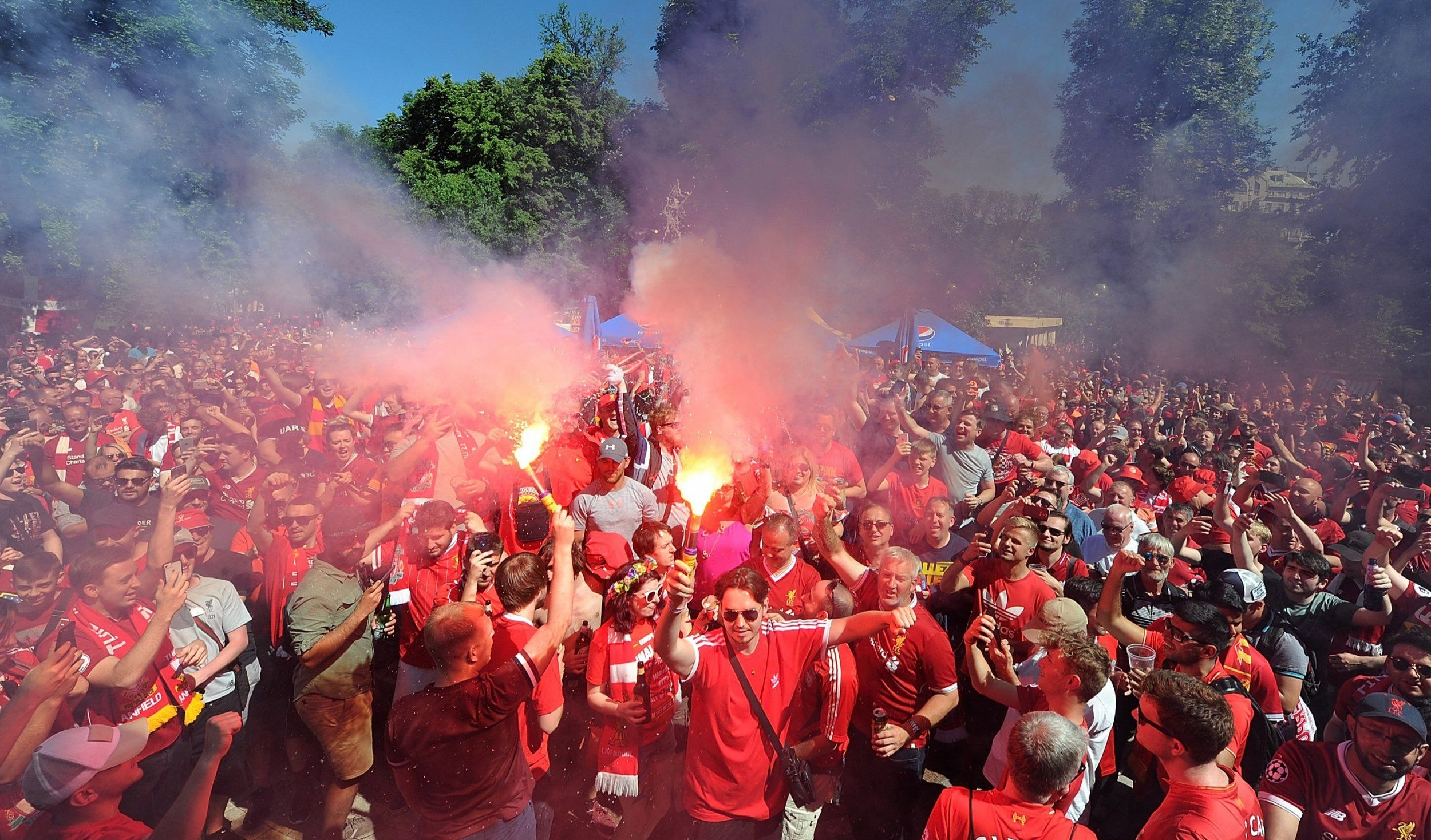 KIEV, UKRAINE - MAY 26: (THE SUN OUT, THE SUN ON SUDNAY OUT) Fans of Liverpool congregating in Shevchenko Park before the UEFA Champions League final between Real Madrid and Liverpool on May 26, 2018 in Kiev, Ukraine. (Photo by John Powell/Liverpool FC via Getty Images)