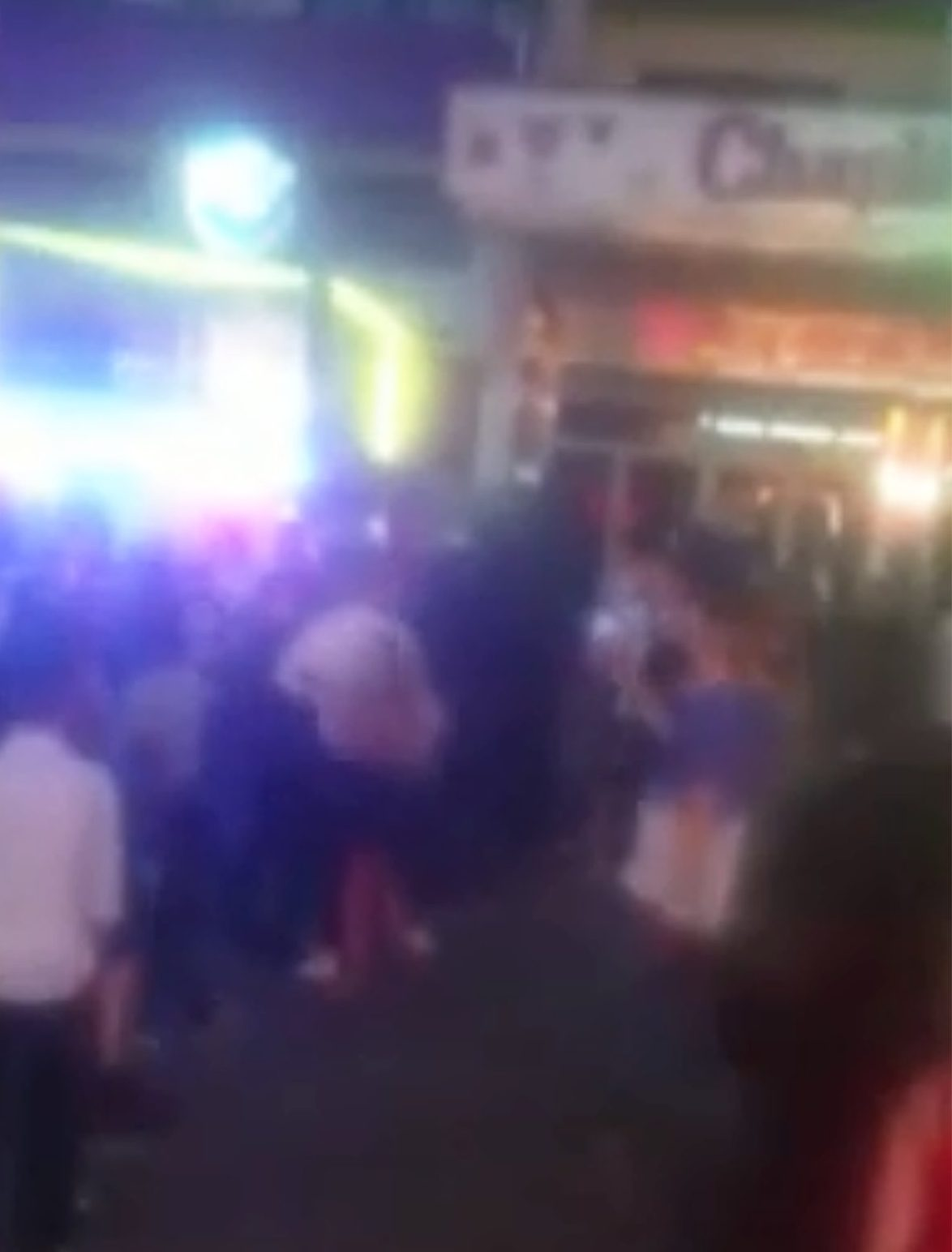 British woman knocked out in fight between tourists in Magaluf METRO GRAB taken from: http://video.metro.co.uk/video/met/2018/05/31/5124274052239347002/640x360_MP4_5124274052239347002.mp4 Credit: Ultima Hora