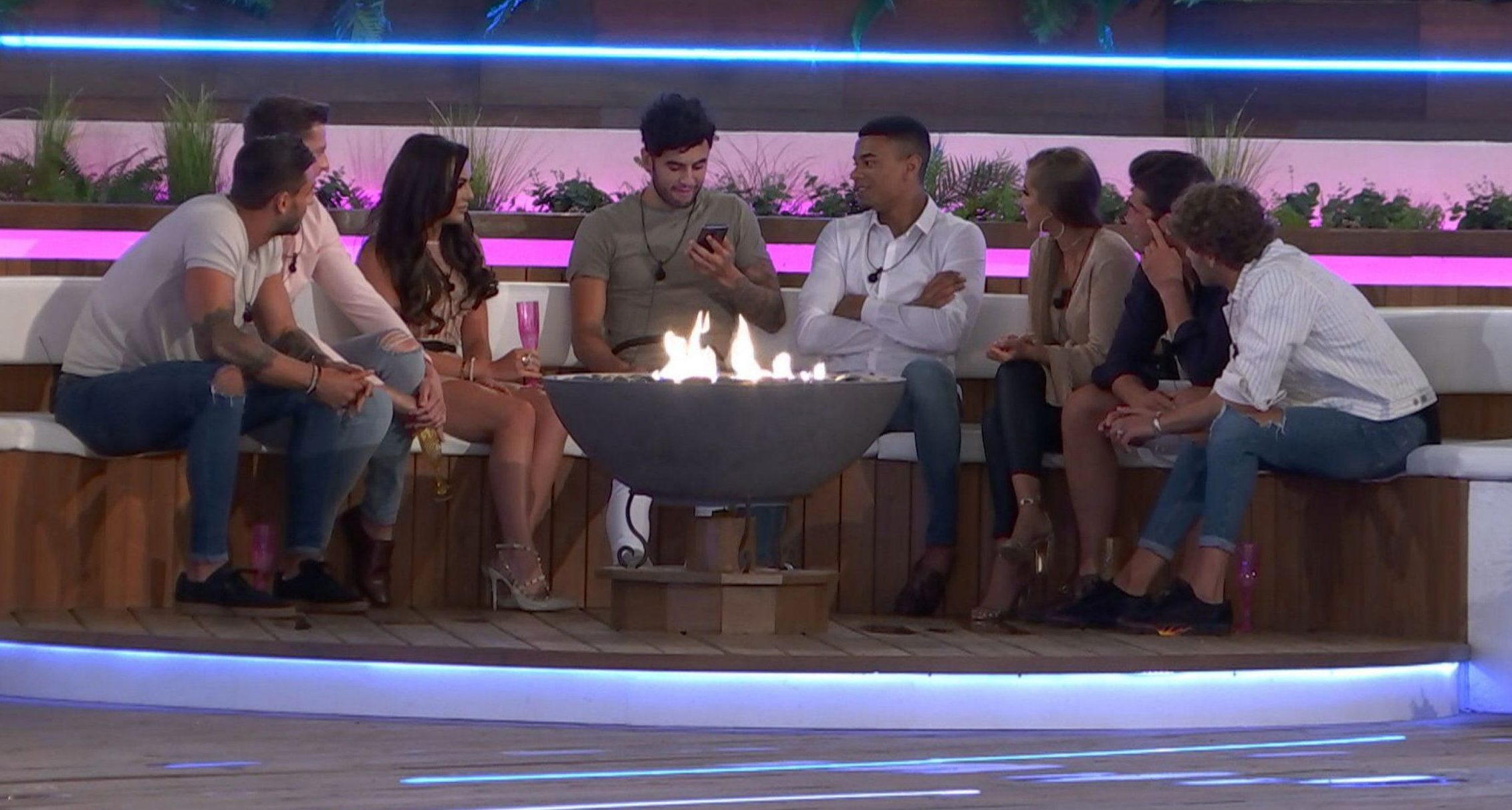 Editorial Use Only. No Merchandising. No Commercial Use. Mandatory Credit: Photo by ITV/REX/Shutterstock (9704672t) Rosie Williams and Georgia Steel arrive in the villa 'Love Island' TV Show, Series 4, Episode 3, Majorca, Spain - 06 Jun 2018 Suspicions quickly begin to mount amongst the five existing females Dani Dyer, Samira Mighty, Laura Anderson, Kendall Rae-Knight and Hayley Hughes that one of them is soon to get the boot when they learn that their two love rivals are on their way.