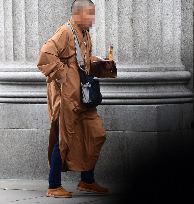 Scammer Posing As Monk On London Street To Trick Tourists