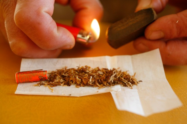 Haschich joint rolling