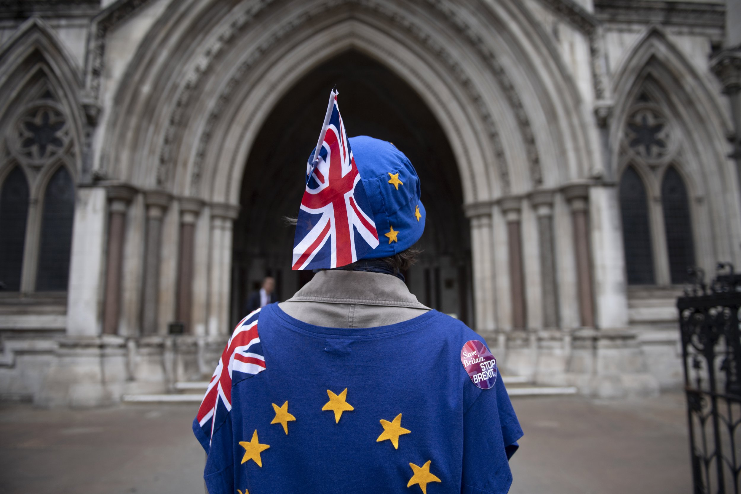 epa06802078 Anti-Brexit campaigners take part in a protest outside the High Court, London, 12 June 2018. The campaigners have launched a legal bid to challenge the legality of Article 50 in an attempt to halt Britain leaving the European Union. EPA/WILL OLIVER