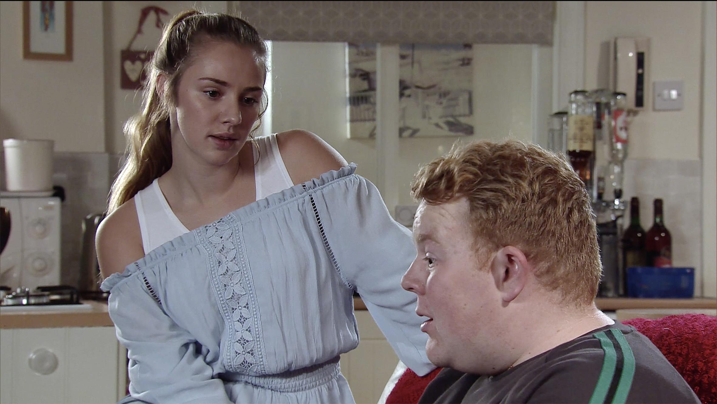 Kayla tricks Craig in Coronation Street